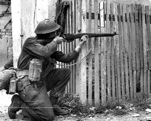 Lee Enfield war photo